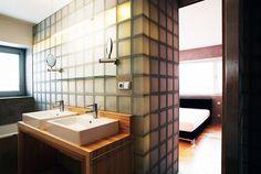 Koupelna s prvky retrostylu v černošickém domě