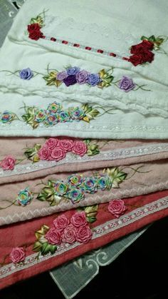 LOY HANDCRAFTS, TOWELS EMBROYDERED WITH SATIN RIBBON ROSES: TOUCAS DE BANHO