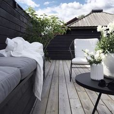 Classy monochrome decor gives the weathered boards of this patio an updated, modern feel. Outdoor Balcony, Rooftop Garden, Balcony Garden, Outdoor Seating, Outdoor Dining, Outdoor Spaces, Outdoor Gardens, Outdoor Decor, Garden Furniture