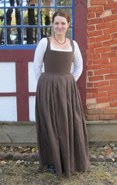 Historically Dressed - Costumes - Kirtle, Smock, Dress & Partlet, c. 1560s-70s