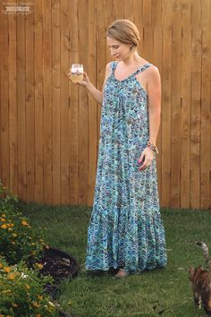 The Easy Breezy Summer Lounge Dress pattern is a free sewing pattern and tutorial will guide you through the steps of how to sew a Maxi Dress. Simple Dress Pattern, Summer Dress Patterns, Dress Making Patterns, Sew Maxi Dresses, Diy Dress, Sewing Patterns Free, Clothing Patterns, Free Sewing, Sewing Ideas