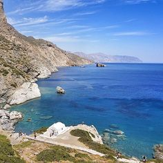 This amazing place is Agia Anna beach , at Amorgos island ( Αμοργός ) ❤️. Impressive shades of blue makes it a unique & magical view !!