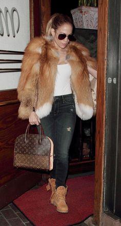 Who made Jennifer Lopez's brown print handbag, white print top, aviator sunglasses, and tan ankle boots? J Lo Fashion, Fur Fashion, Fashion Outfits, Womens Fashion, Mode Timberland, Timberland Outfits Women, Jennifer Lopez Outfits, Style Casual, My Style