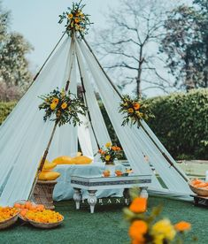 13 Cheerful & Striking Decor Setups For Your Mehndi Ceremony Wedding Stage Backdrop, Wedding Hall Decorations, Desi Wedding Decor, Mehendi Decor Ideas, Mehndi Decor, Outdoor Night Wedding, Dance Wallpaper, Mehndi Night, Mehndi Ceremony