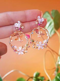 Jewelry Design Earrings, Ear Jewelry, Cute Jewelry, Fashion Earrings, Jewelry Accessories, Fashion Jewelry, Fancy Jewellery, Stylish Jewelry, Luxury Jewelry