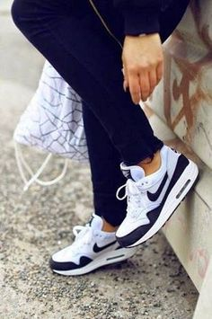Nike Air max 90 - Angelica Blick Womens - Nike Air Max Outlet OFF www. Nike Free Shoes, Nike Shoes Outlet, Running Shoes Nike, Running Tights, Cute Shoes, Me Too Shoes, Basket Style, Estilo Fitness, Nike Free Runners