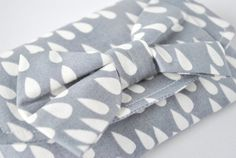 Purse wallet pouch: Raindrop shower print in grey and white with bow.