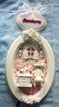 Discover thousands of images about Photo Vitrine Miniature, Miniature Rooms, Miniature Furniture, Polymer Clay Miniatures, Fimo Clay, Dollhouse Miniatures, Handmade Crafts, Diy And Crafts, Vintage Photo Frames