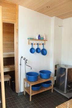 Saunassa kiuas ja vesipata lämpiävät puilla. Pientalo ja piha 3/2014 Saunas, Home, Haus, Homes, Houses, At Home