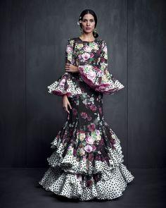 trajes de flamenca 2017 Flamenco Costume, Flamenco Dancers, Flamenco Dresses, Beautiful Dresses, Nice Dresses, Girls Dresses, Abaya Fashion, Fashion Dresses, Flamingo Dress