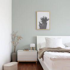 Wer von euch hat eine farbige Wand im Schlafzimmer wie Diane Tuttle. Living Room Decor Apartment, Bedroom Interior, Bedroom Green, Bedroom Furniture, Pallet Furniture Bedroom, Apartment Decor, Room Colors, Eket, Ikea Bedroom