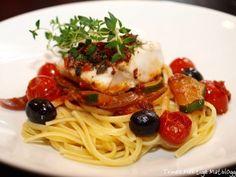 Ovnsbakt torsk med oliven, tomat og basilikumcrust - TRINEs MATBLOGG. Nydelig. Torsk er vanligvis ganske kjedelig fisk, men sammen med basilikumcrusten blir det en veldig god smak