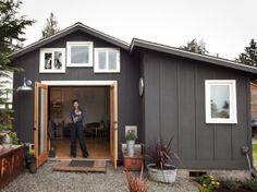 女性の手で作り上げたDIYガレージハウス「Mini House」 | 未来住まい方会議 by YADOKARI | ミニマルライフ/多拠点居住/スモールハウス/モバイルハウスから「これからの豊かさ」を考え実践する為のメディア。