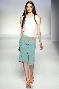 Alberta Ferretti Spring 2012 Ready-to-Wear Fashion Show - Zuzanna Bijoch