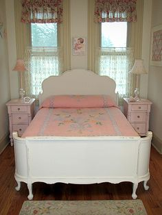 This is a website with restored beds for sale, I wish I had known about it a long time ago! Shabby Chic Furniture, Shabby Chic Decor, Bedroom Furniture, Bedroom Decor, Cabin Furniture, Luxury Furniture, Painted Furniture, Furniture Design, Beds For Sale
