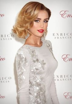 short hairstyles for women side swept curly