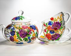 Hand-Painted Glass Mugs and Teapots Look Like Beautiful Stained Glass Art Wedding Gifts For Parents, Great Wedding Gifts, L'art Du Vitrail, Personalized Mother's Day Gifts, Hand Painted Mugs, Glass Teapot, Stained Glass Art, Vintage China, Vintage Teacups