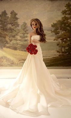 Barbie estilo noiva com ramo de rosas