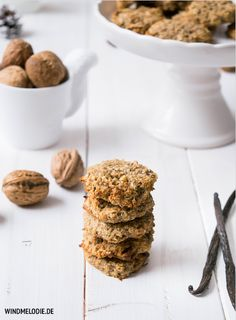 vegan oat banana cookies recipe with walnuts and cinnamon
