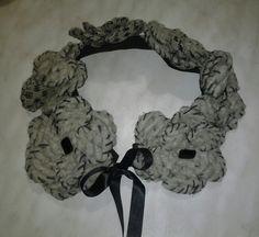 collana scaldacollo  con fiori di  lana  cotta
