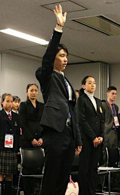 宣誓する羽生=全日本フィギュア