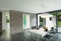 Residencia Abbots Way - I love the stone wall!