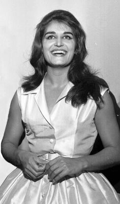 Dalida á l'Olympia 1959 Dalida, Famous French, Olympia, Celebs, Singer, Divas, Icons, Classic, French Songs
