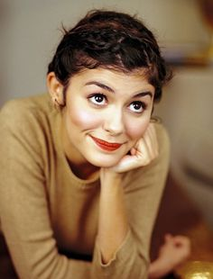 audrey tautou -Amelie - Its freaky how much our Amelie looks like her name sake. Audrey Tautou, Audrey Hepburn, Amelie, Pretty People, Beautiful People, French Beauty Secrets, Poses, Famous Faces, Girl Crushes