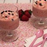 Yogur helado con fresas y plátano