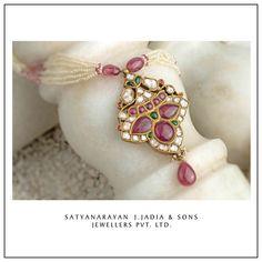 Satyanarayan J Jadia & Sons Jewellers Pvt Ltd Traditional Indian Jewellery, Indian Jewelry, Bangle Bracelets, Bangles, Pendant Earrings, Beaded Jewelry, Art Pieces, Jewelry Design, Jewelry Making