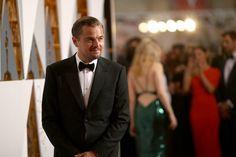 Pin for Later: Die besten Fotos der Oscars sind entstanden, wenn die Stars mal nicht gezwungen posieren Leonardo DiCaprio