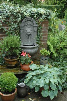 backyard design – Gardening Tips Outdoor Wall Fountains, Garden Fountains, Side Garden, Garden Pots, Backyard Garden Design, Backyard Landscaping, Small Gardens, Outdoor Gardens, Amazing Gardens