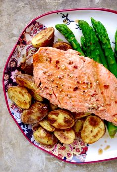30-Minute Meal // Chili Maple Trout with Potatoes & Asparagus // Grain, Gluten, and Dairy Free! // nutritionistinthekitch.com