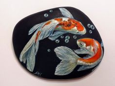 Hand Painted Koi Fish on Stone Rock Painting Koi Fish Pesce Pebble Painting, Pebble Art, Stone Painting, Painted Rock Animals, Hand Painted Rocks, Koi Art, Fish Art, Rock Painting Designs, Pet Rocks