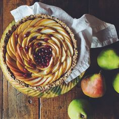Raw pear tart - replaced peaches with pears from this recipe: http://www.nutritionstripped.com/raw-peach-tart/