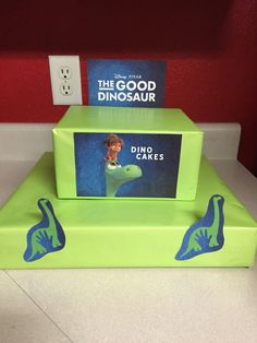 The good dinosaur cupcake stand. Little but beautiful (10mins)