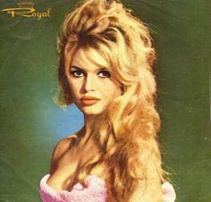 Brigitte Bardot in this rare Iranian singles sleeve, Royal Records Brigitte Bardot, Bridget Bardot, Marilyn Monroe Artwork, Divas, Vintage Hairstyles Tutorial, Harley Davidson, Serge Gainsbourg, French Actress, Sophia Loren
