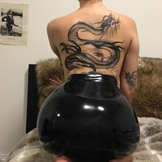 The girl with the dragon tattoo 🐉🐲 Dope Tattoos, Back Tattoos, Future Tattoos, Body Art Tattoos, Tribal Tattoos, Girl Tattoos, Tattoos For Women, Symbolic Tattoos, Piercing Tattoo