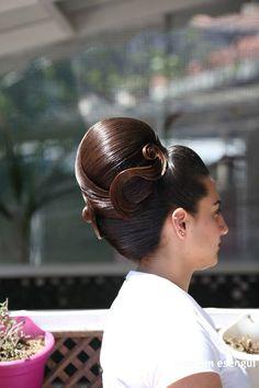 Sleek Hairstyles, Vintage Hairstyles, Pretty Hairstyles, Sleek Updo, Elegant Updo, Beehive Hair, Bouffant Hair, Front Hair Styles, Hair Brained