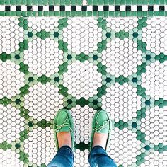 Hex tile patterns at little green notebook Hex Tile, Penny Tile, Hexagon Tiles, Hexagon Quilt, Hexagon Pattern, Quilt Pattern, Floor Design, Tile Design, Bathroom Flooring