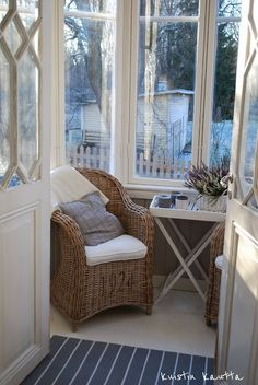 Nice spot to relax. Small Conservatory, Small Sunroom, Decorating Small Spaces, Interior Decorating, Interior Design, Estilo Country, Deco Nature, Duplex, Home Comforts