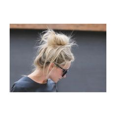 Quick and Easy Messy Bun Hairstyles ❤ liked on Polyvore featuring hair