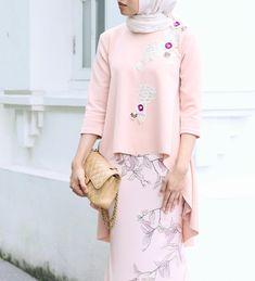 ARARED Dawn top in peach & Moth skirt in peach Batik Fashion, Hijab Fashion, Fashion Dresses, Moslem Fashion, Kebaya Dress, Hijab Style, Hijab Dress Party, Modest Wear, Muslim Dress
