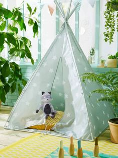 Tentes, cabanes et tipis // Hellø Blogzine blog deco & lifestyle www.hello-hello.fr Cute Curtains, Inka, Kids Tents, Teepee Tent, Cowboys And Indians, Cactus Print, Best Makeup Products, Baby Room, Kids Room