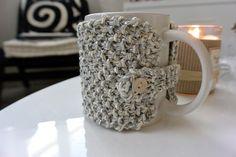 Une jolie astuce pour ne plus se brûler les mains grâce à ce cache-mug en tricot !