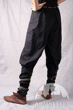 Medieval natural cotton pants with lacing. Good for any sort of medieval style shoes or boots. Available in: dark blue cotton, green cotton, white cotton, black cotton Medieval Fashion, Medieval Clothing, Medieval Pants, Larp, Yoga Harem Pants, Men's Pants, Loose Pants, Look Fashion, Mens Fashion