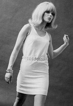 Joanna Lumley. Vintage look!