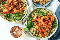 This tandoori prawn pilaf with toasted coconut sambal is the perfect dish to cook when you want to add some spice to the dinner table! Midweek Meals, Weeknight Meals, Dinner Bowls, Dinner Table, Sambal Recipe, Vegetarian Nachos, Tandoori, Pork Schnitzel, Diet Recipes