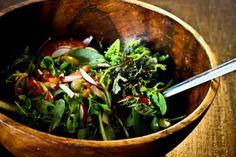 Salade van mosterdsla en zomerpostelein