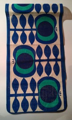 Handbedruckter Tischläufer im Design der 70er Jahre.    Schöne Struktur, tolle Farben, großartiges Muster!